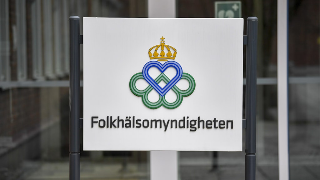 A sign showing the logo and name of the Public Health Agency in Swedish.