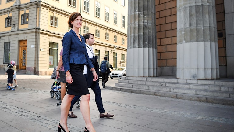 Anna Kinberg Batra says she plans to remain the Moderate Party leader.