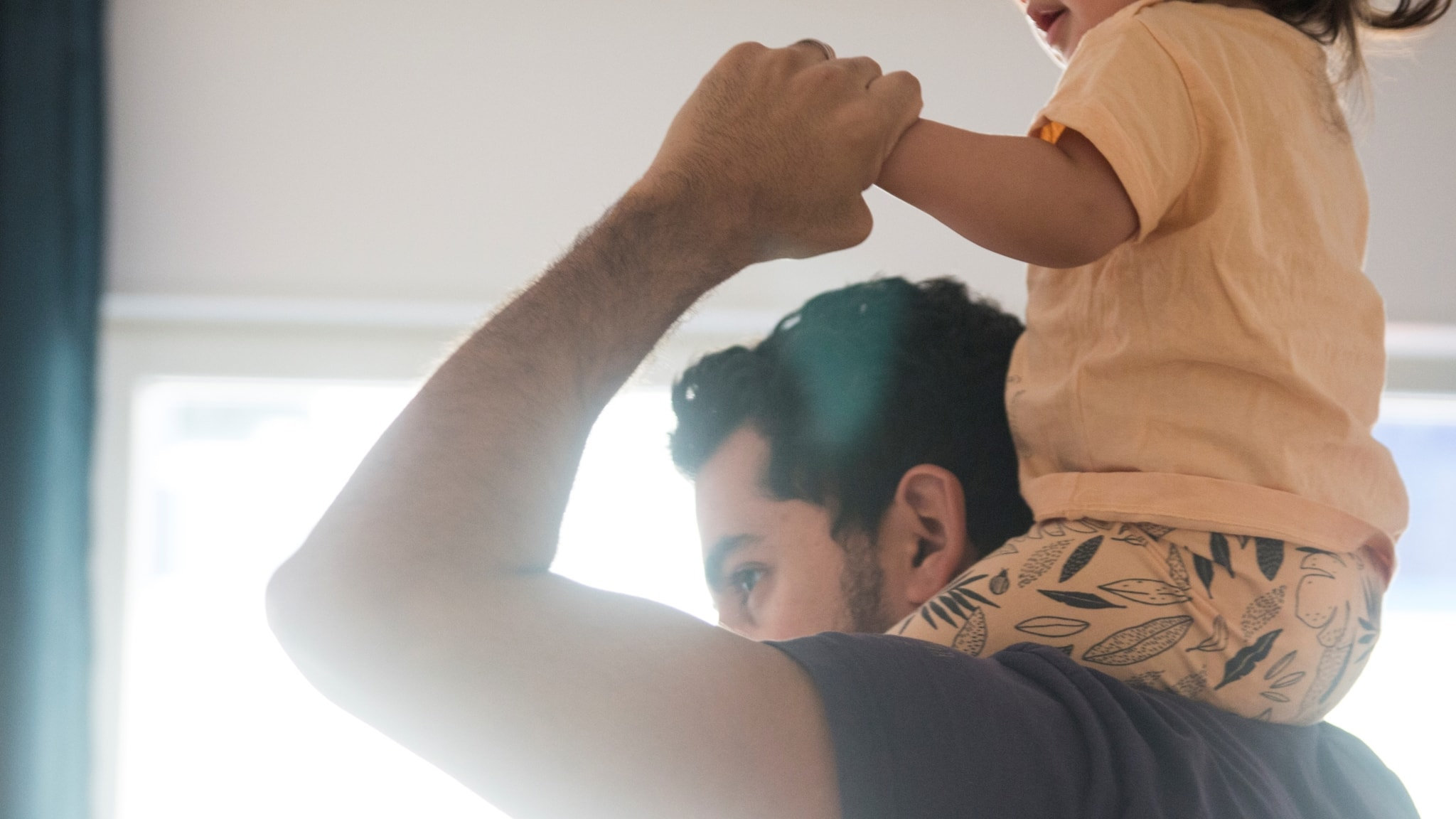 Dad with his daughter on his shoulders.
