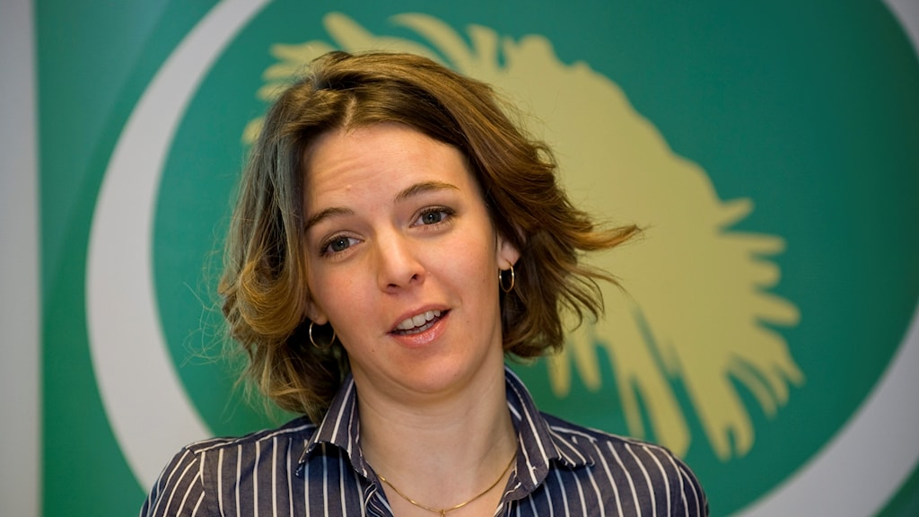 Photo of Zaida Catalán in front of a Green Party banner