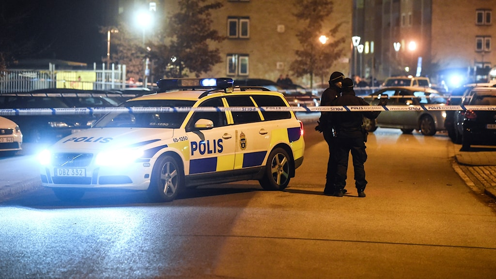Police on Saturday cordon off the area in Malmö's Kronetorpsgatan where the shooting took place.