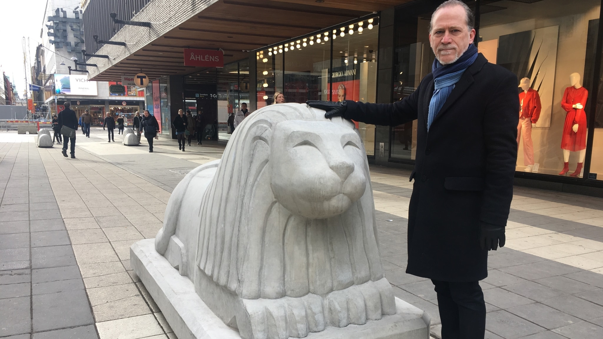 The four ton lions protecting Stockholmers, leaving criminal gangs, refugee runners