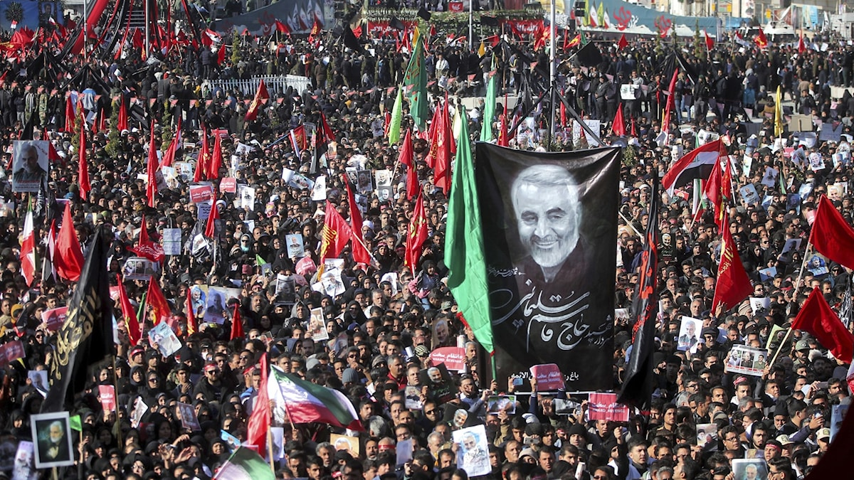 Mourners attend the funeral of Iranian general Qassem Soleimani