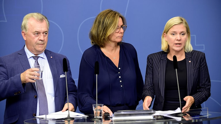 Members of the Swedish government at a press conference.