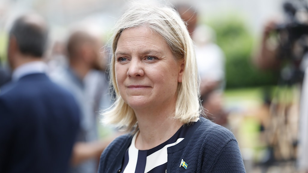Finance Minister Magdalena Andersson photographed in the scrum of a press briefing outdoors this summer.