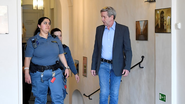 big sale 09daf 74f25 Appeals court clears former TV celebrity of rape charge
