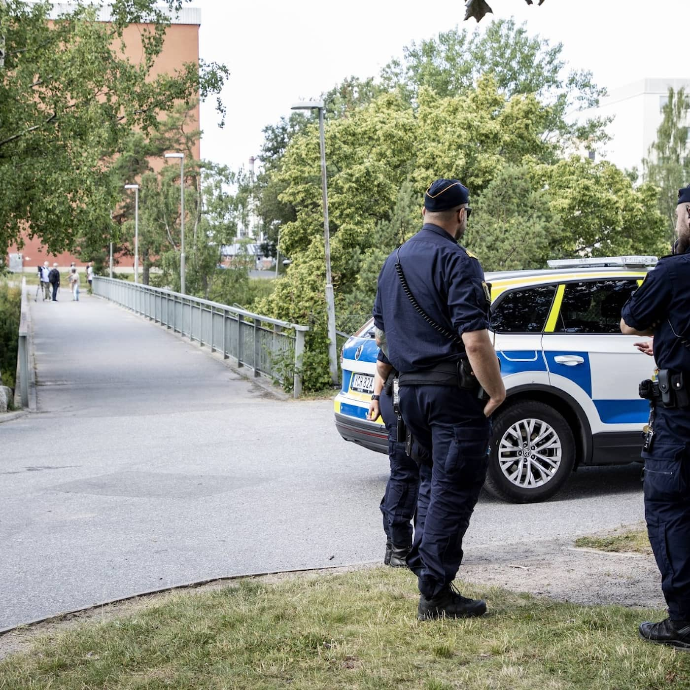 Nine people in custody after Flemingsberg shooting, Skåne rejecting blood donors, more damages for crime victims, bee swarm hotline