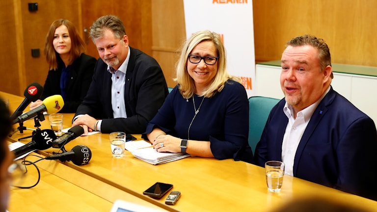 Politicians in Gothenburg announce a new ruling pact.