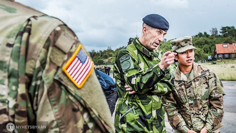 The Supreme Commander Supreme Commander of the Swedish Armed Forces, Micael Bydén, at Säve airport, where host nation support with American and French forces is taking place as part of the Aurora 17 military exercises.