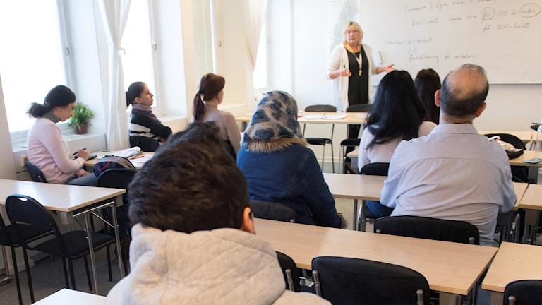 A teacher and students at a Swedish for immigrants course in Täby municipality.