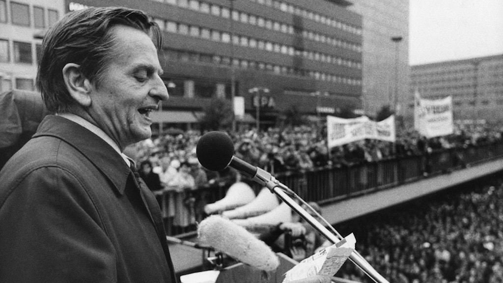 Olof Palme holding a speech.