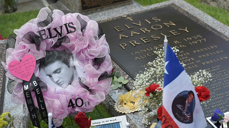Thousands of Elvis fans flocked to the singer's home in Memphis to mark the 40th anniversary of his death.