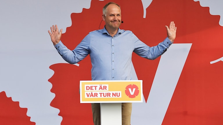 Jonas Sjöstedt greeting the crowd at Almedalen on Sunday.
