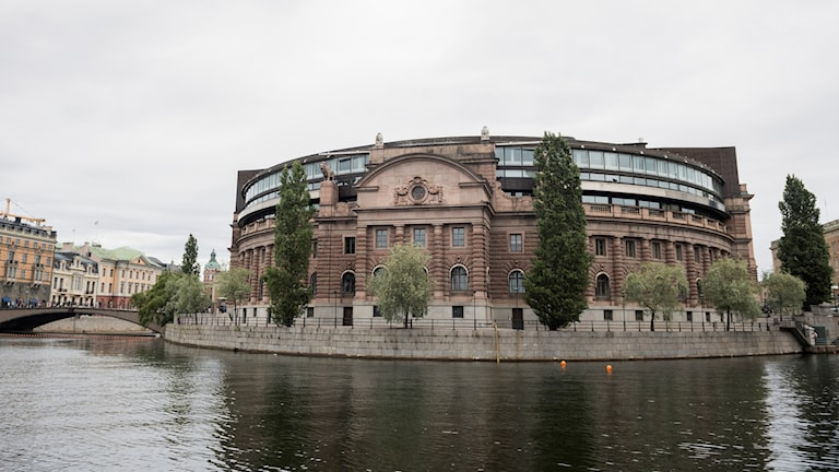 Picture of the Swedish Parliament from the water.