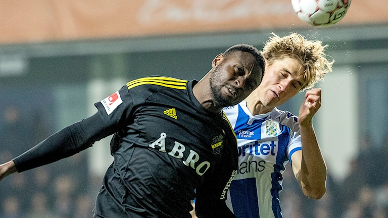 AIK's Chinedu Ogbuke Obasi goes head-to-head with IFK's Thomas Rogne when the two teams last clashed in October.