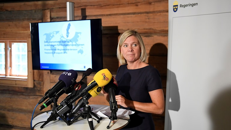 Minister for Finance Magdalena Andersson presenting the budget forecast at Harpsund. Photo: Maja Suslin/TT