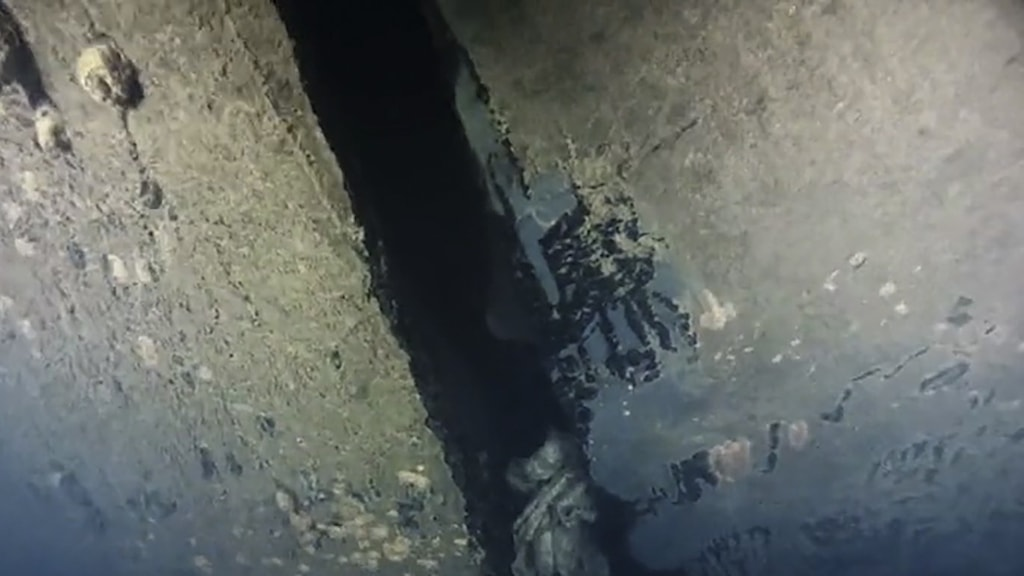 A grainy image of a wall underwater.