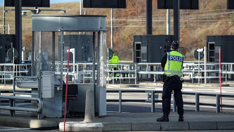 Border police on the Öresund bridge.