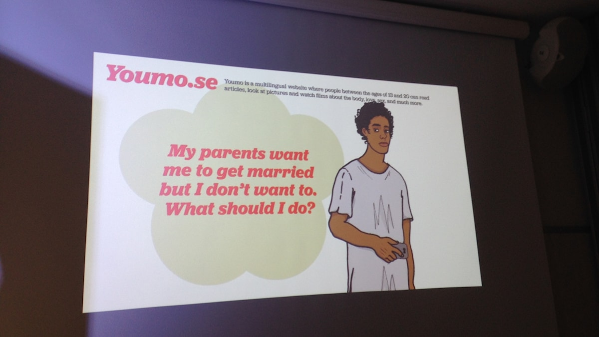 A projection showing the website Youmo