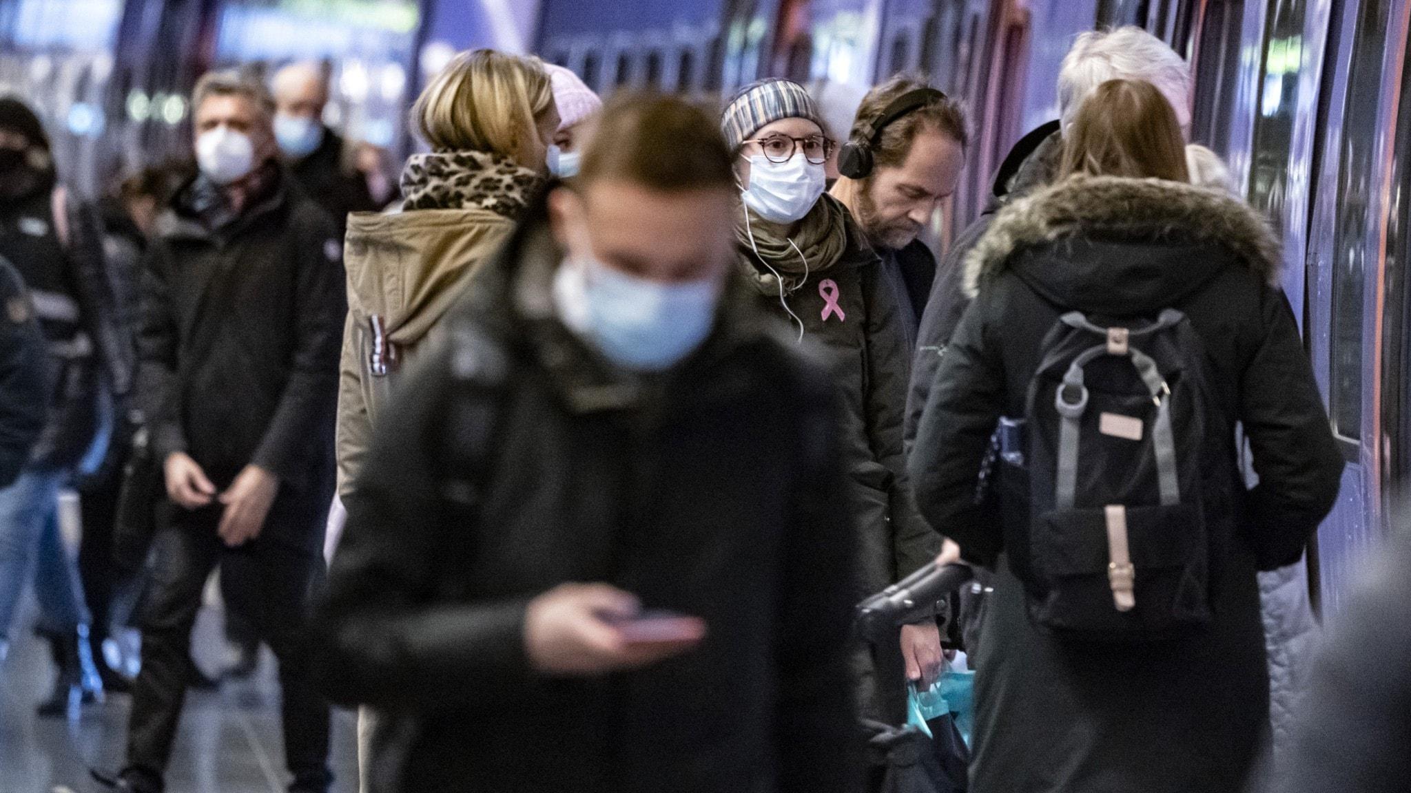 A person wearing a face masks on a subway platform.