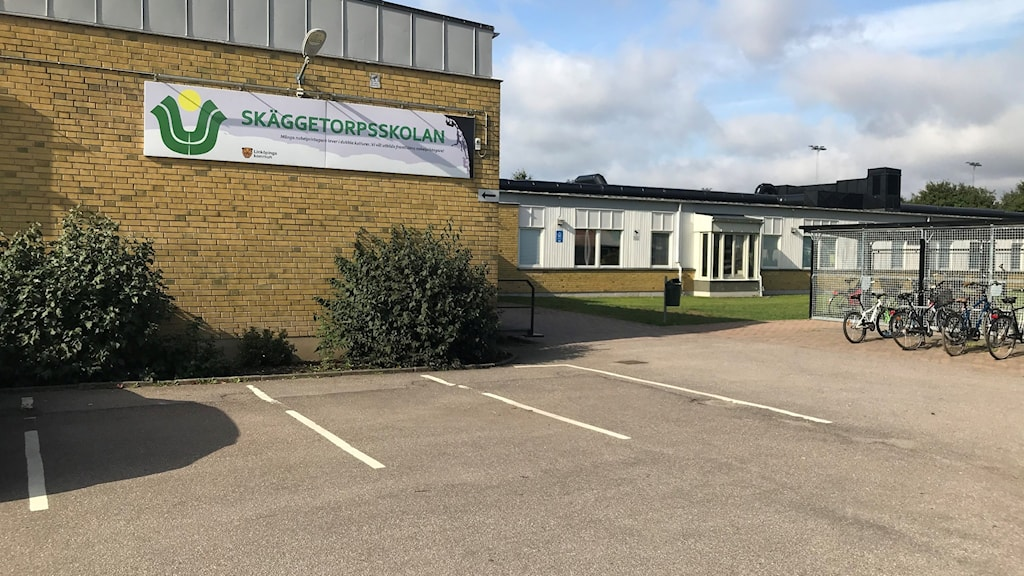 A picture of the front of a school