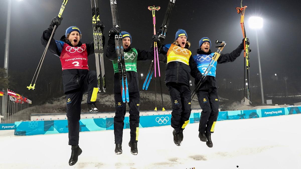 Sweden takes gold in the men's biathlon 4 x 7.5km relay title.