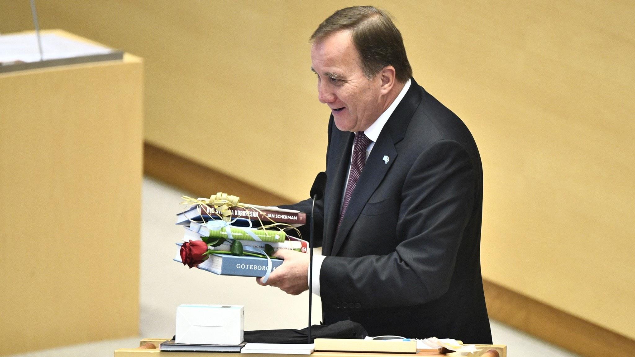 Stefan Löfven carrying gifts.