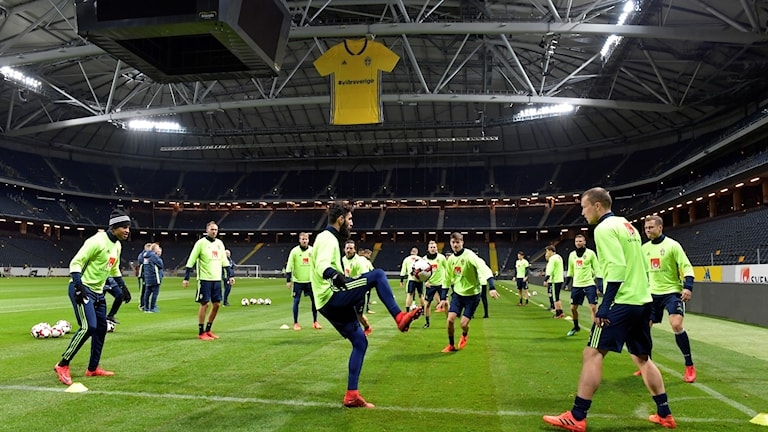 Sweden's men's national team training on Thursday before tonight's match.