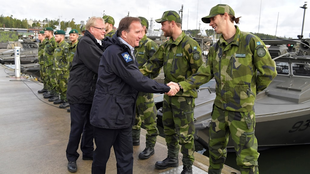 Prime minister Stefan Löfven and defence minister Peter Hultqvist (background) on a meet and greet today during the military exrecise Aurora 17.