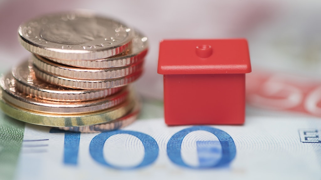Picture of coins and a monopoly house.