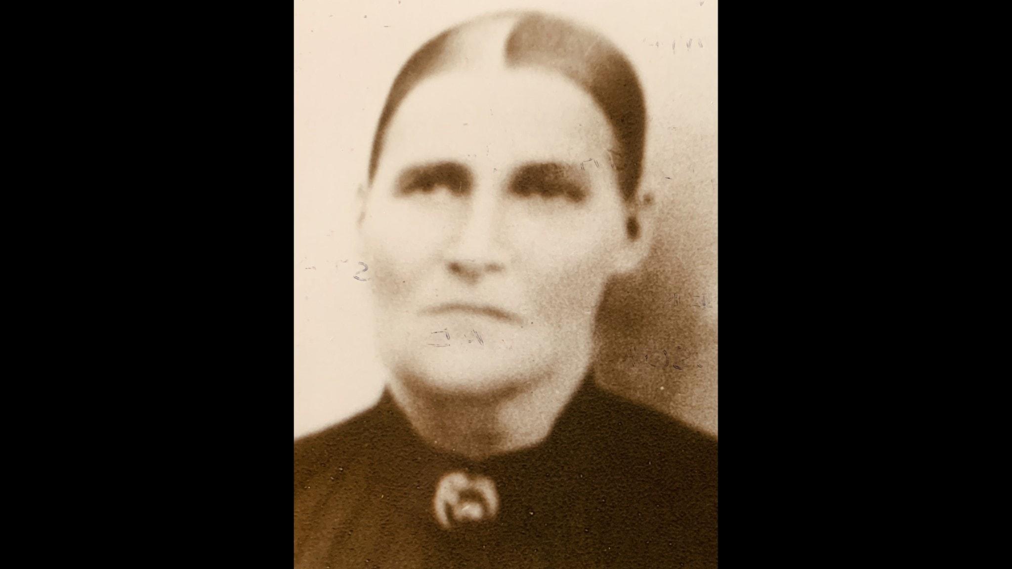 Johanna sålde gården till sonen och blev satt på undantag