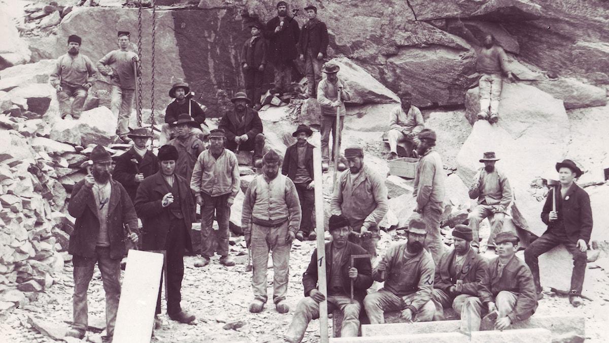 Svenska arbetare i danskt stenbrott. Foto: Bornholms museum