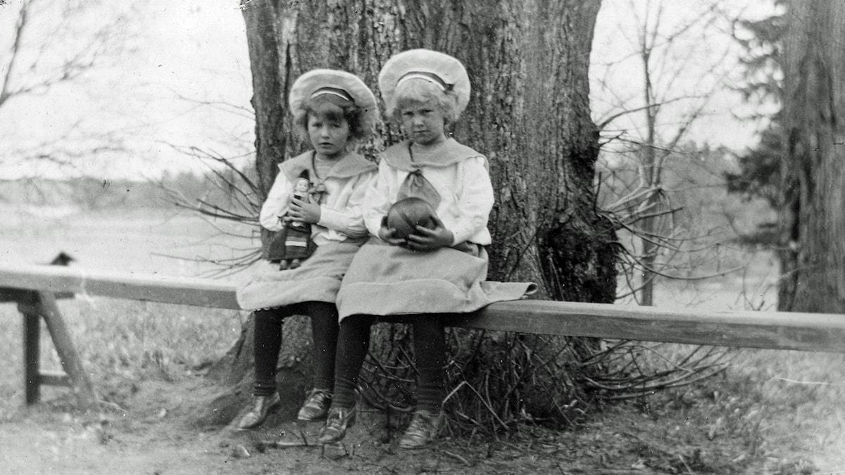 När Anna själv fick döttrar bodde de utanför staden