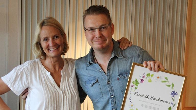 Fredrik Backman med Sommars Bibi Rödöö och Sommardiplomet