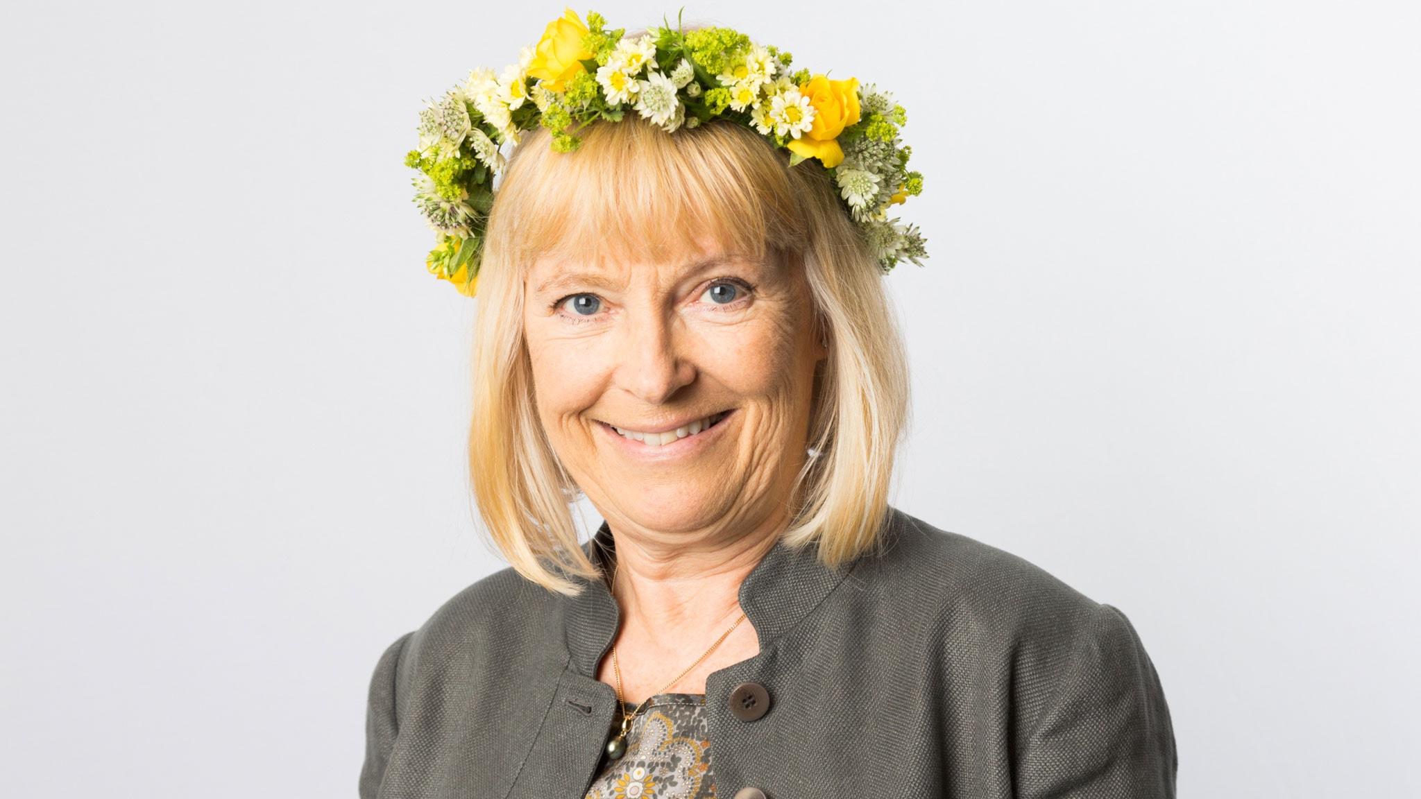 Bi Puranen med krans. Foto: Mattias Ahlm/Sveriges Radio