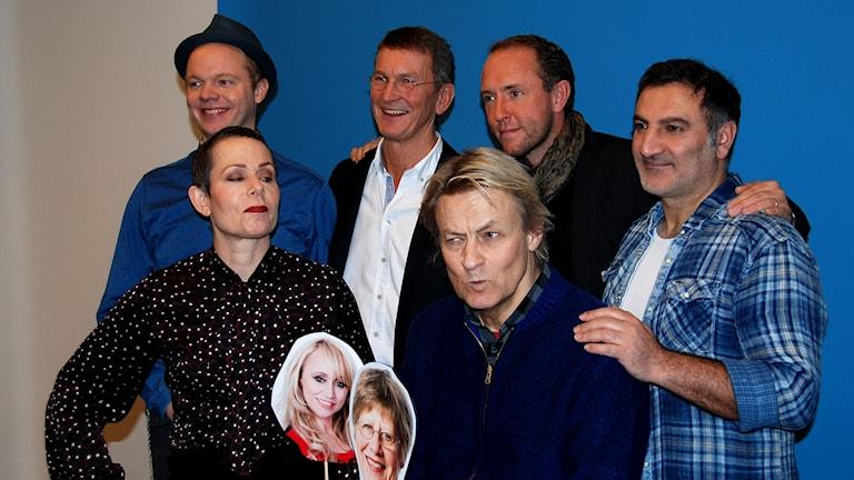 Vintervärdarna Olof Wretling, Tomas Sjödin, Mattias Klum, Mustafa Can, Sara Danius och Lars Lerin. Foto: Anders Foghagen/Sveriges Radio