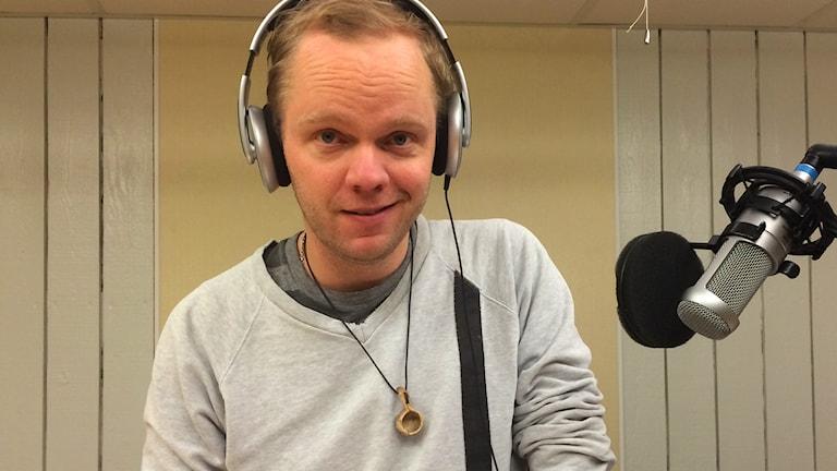 Olof Wretling i studion. Foto: Sveriges Radio