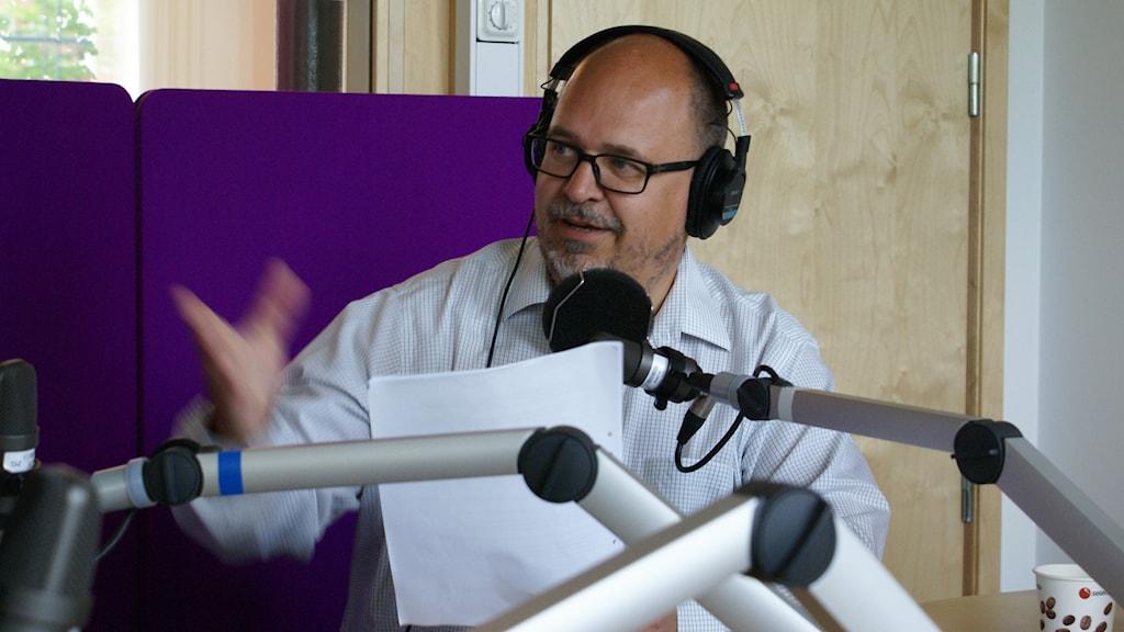 Karl-Petter Thorwaldsson i studion. Foto: Lena Tideström-Sagström