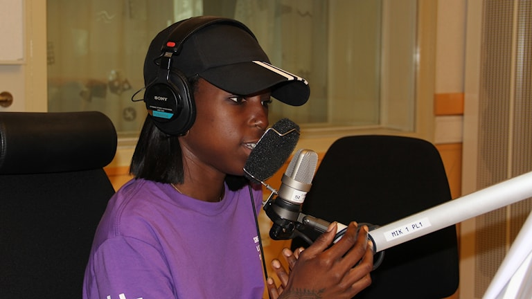 Sabina Ddumba i studion.