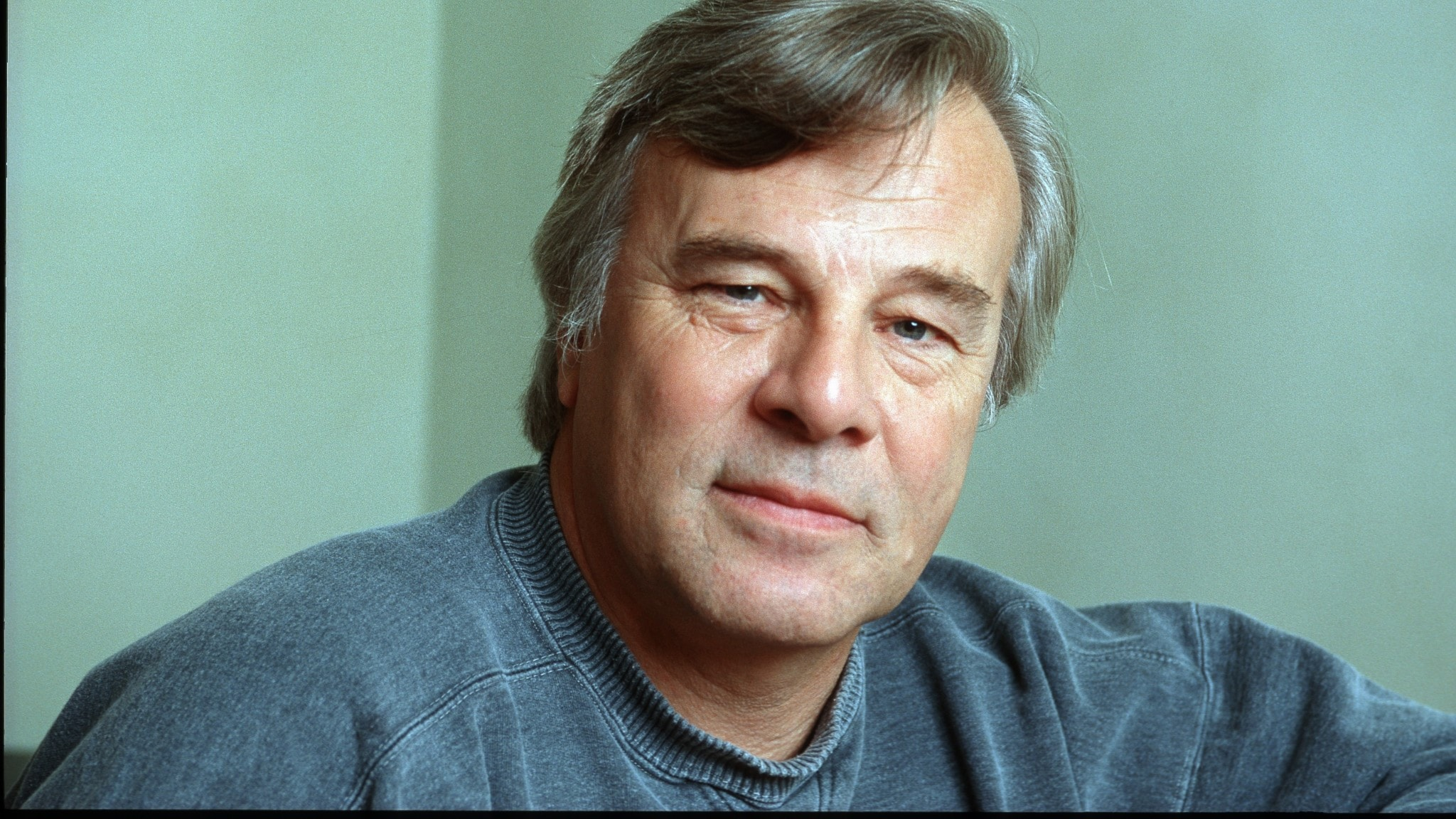 Jan Guillou, bild från 1999.