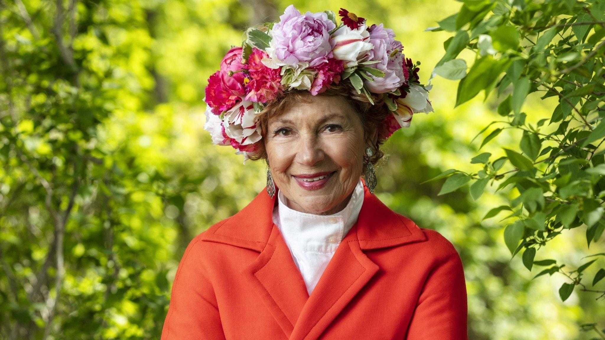 Amelia Adamo i blomsterkrans