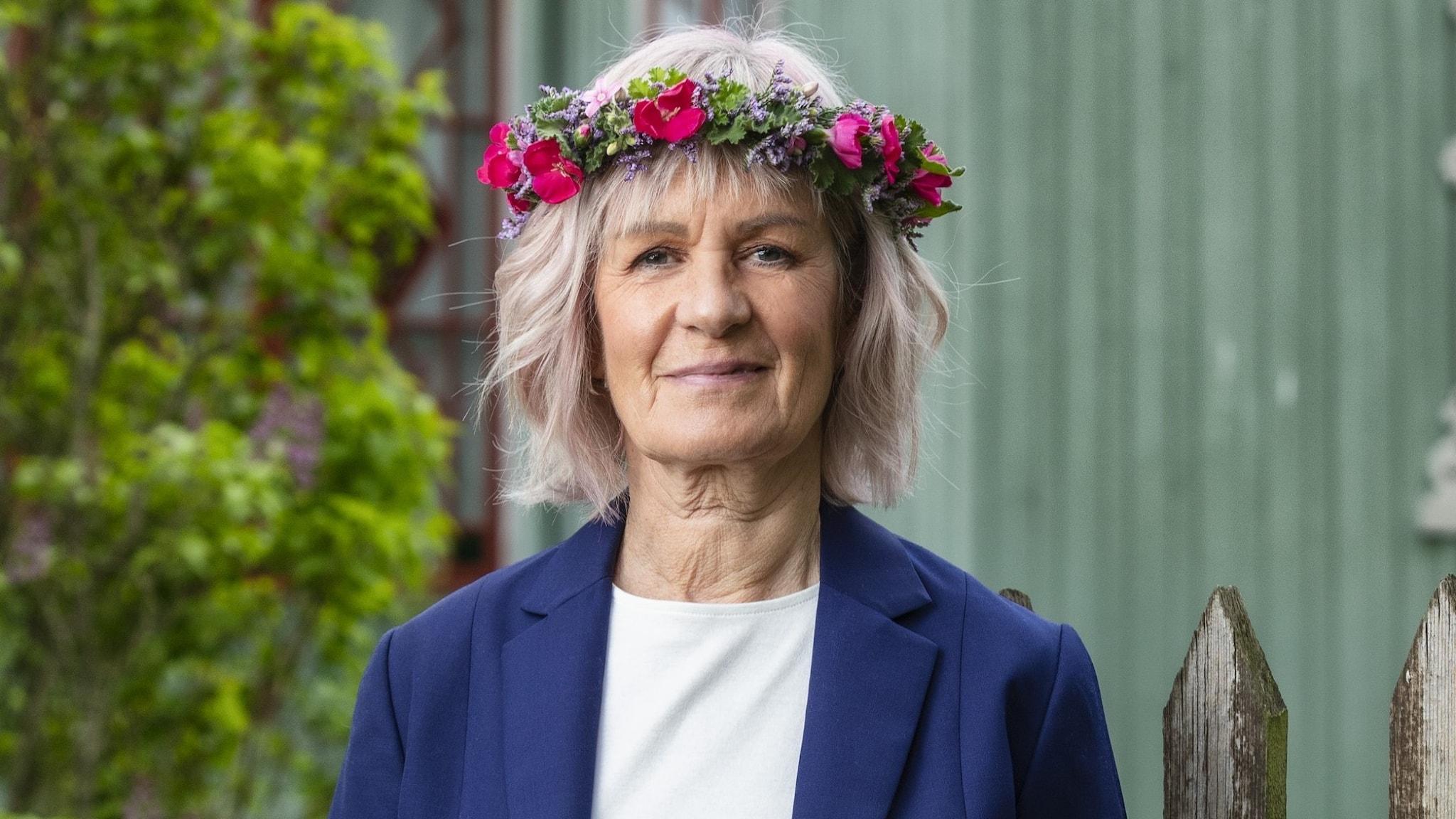 Gunhild Rosqvist i blomsterkrans