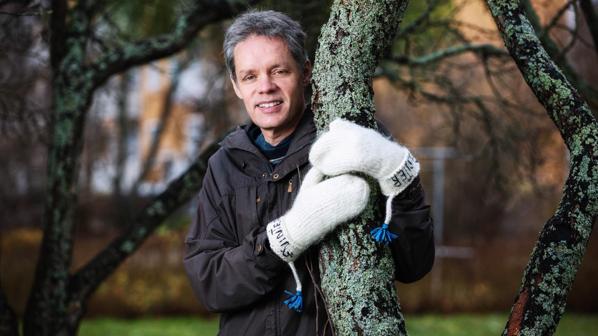Ulf Danielsson, fysikprofessor, är en av värdarna för Vinter i P1.