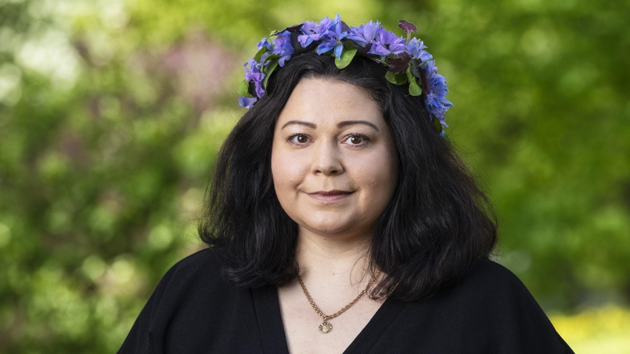 Claudia Olsson i blomsterkrans