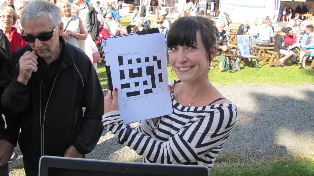 Angelica Walgren har kommit upp från Stockholm till Vansbro för att lösa Melodikrysset. Foto: Ronnie Ritterland Sveriges Radio