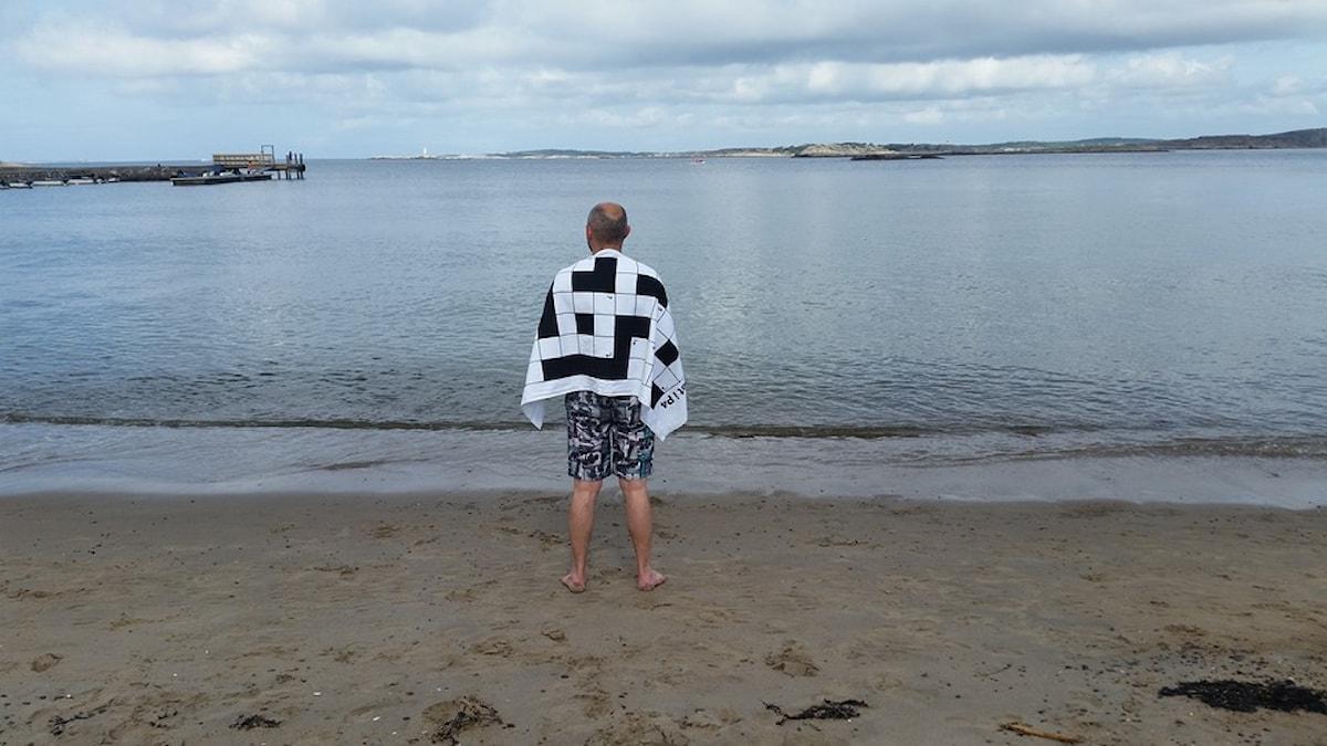 En lycklig man och hans handduk. Foto: Lotta Norell/Privat