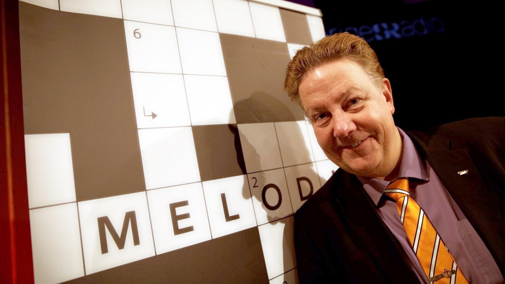 I Melodikrysset ställs frågor kring musik och artister. Fyll i kryssplanen för att vinna äran och de fina priserna som presenteras i programmet. Anders Eldeman leder som vanligt programmet.