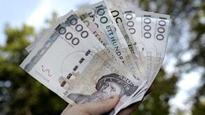 Шведы меняют старые деньги на новые