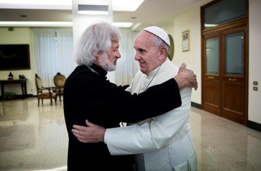 Millionenschwere Papstkappe für Roma-Stiftung - Radio Schweden