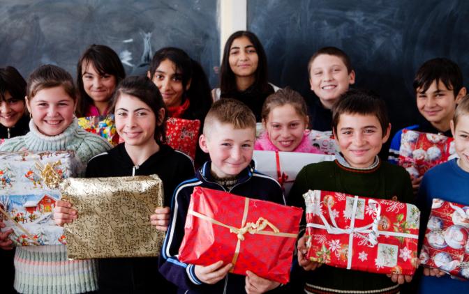 Румынские дети получили подарки из Швеции